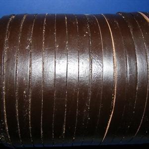 Lapos bőrszíj - 7x2 mm (10. minta/1 m) - sötétbarna, Vegyes alapanyag, Egyéb alapanyag, Bőrművesség, \nLapos bőrszíj (10. minta) - tekercses - lapos - sötétbarna \n\nMérete: 7x2 mm átmérőjűValódi hasított..., Meska