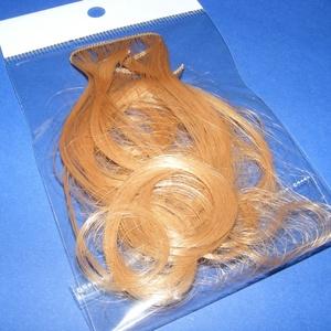 Babahaj (kb. 10 cm) - világosbarna, Dekorációs kellékek, Figurák,  Babahaj - világosbarna  Báb és babakészítéshez ajánlott haj    A csomag tartalma: kb. 10 cm hossz..., Meska