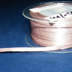 Szaténszalag (120. minta/1 m) - világosbarna, Textil, Varrás, \nSzaténszalag (120. minta) - világosbarna\n\nA szaténszalag selyem vagy szintetikus alapanyagból készü..., Meska