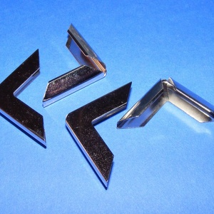 Fémsarok (2. minta/1 db) - 19x19 mm, Csat, karika, zár,  Fémsarok (2. minta) - ezüst színben    Elsősorban könyvek, albumok sakainak dekorálásához ajánlju..., Meska