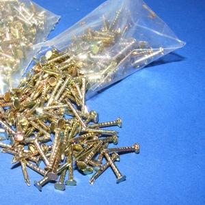 Szög-3 (10x2 mm/20 db) - arany, Csat, karika, zár, Mindenmás, \nSzög-3 - arany\n\nMérete: 10x2 mmFejátmérő: 2 mm\n\nA csomag tartalma 20 db szög.\nAz ár egy csomagra (2..., Meska