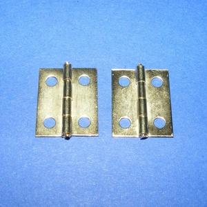 Zsanér (17. minta/1 db) - 18x14 mm, Csat, karika, zár, Mindenmás, \n\nZsanér (17. minta) - arany színben\n\nA zsanér mérete (nyitottan): 18x14 mmA furat mérete: 2,5 mm\n\nA..., Meska