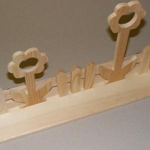 Margarétás polc (40 cm/1 db), Fa,  Margarétás polc  Mérete: 40x7x20 cm    Az ár egy darab termékre vonatkozik.  , Meska