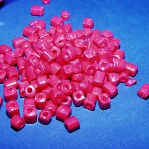 Szögletes gyöngy (3. minta/15 g) - fényes sötétciklámen (csimbo) - Meska.hu