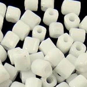 Szögletes gyöngy (21. minta/10 g) - fényes fehér (csimbo) - Meska.hu