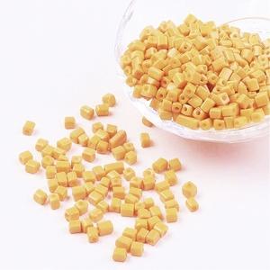 Szögletes gyöngy (24. minta/15 g) - gyöngyház mézsárga (csimbo) - Meska.hu