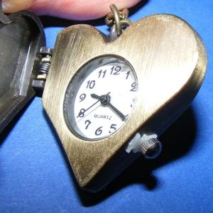 """Ékszeróra (szív - \""""happy\"""") - láncos, Órakészítés, Mindenmás, \nÉkszeróra - szív alakú - \""""happy\"""" felirattal - strasszkővel - láncos - antik bronz színben\n\nAz óra n..., Meska"""