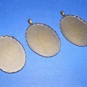 Medál alap (103. minta/1 db), Gyöngy, ékszerkellék,  Medál alap (103. minta) - ovális - antik bronz színben  Mérete: 41x31x2,5 mmA belső mérete: 40x30 m..., Meska