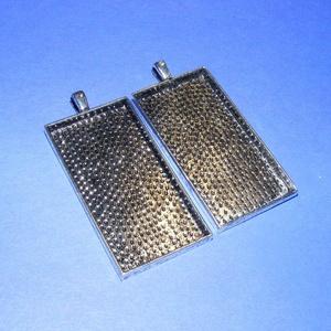 Medál alap (107/2. minta/1 db), Gyöngy, ékszerkellék, Ékszerkészítés, \nMedál alap - téglalap (107/2. minta) - antik ezüst színben\n\nMérete: 52x27x4 mm; a belső mérete: 50x..., Meska