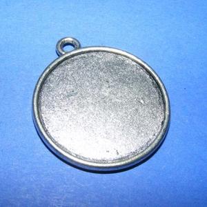 Medál alap (108/A minta/1 db), Gyöngy, ékszerkellék, Ékszerkészítés, \nMedál alap (108/A minta) - kerek - antik ezüst színben\n\nMérete: 35x30x2 mmA belső mérete: 27 mm \n\nA..., Meska