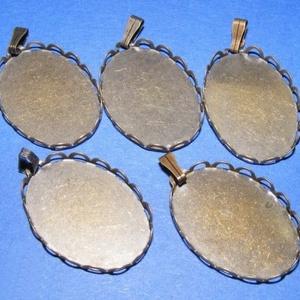 Medál alap (124. minta/1 db), Gyöngy, ékszerkellék, Ékszerkészítés, \nMedál alap (124. minta) - ovális - bronz színben\n\nMérete: 33x19x3 mm (a 33 mm-es méret az akasztóva..., Meska