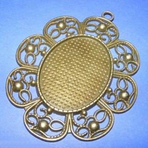 Medál alap (184. minta/1 db), Gyöngy, ékszerkellék,  Medál alap (184. minta) - ovális, díszes - antik bronz színben  Mérete: 78x62 mm A belső mérete: 41..., Meska