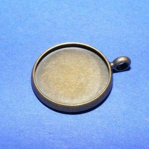 Medál alap (186. minta/1 db), Gyöngy, ékszerkellék, Ékszerkészítés, \nMedál alap (186. minta) - kerek - antik bronz színben\n\nMérete: 18x16x2 mmA belső mérete: 15 m..., Meska
