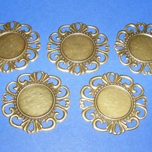 Medál alap (196. minta/1 db), Gyöngy, ékszerkellék, Ékszerkészítés, \nKombinált, préselt medál alap (196. minta) - kerek, díszes - antik bronz színben\n\nAz alkatrészből m..., Meska