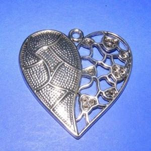 Medál (535. minta/1 db) - szív, Gyöngy, ékszerkellék,  Medál (535. minta) - szív - ezüst színben - strasszolható  Mérete: 47x46 mm  Az ár egy darab termék..., Meska