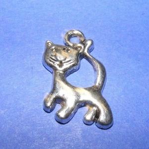 Medál (571. minta/1 db) - cica, Gyöngy, ékszerkellék,  Medál (571. minta) - cica - ezüst színben  Mérete: 23x20 mm Az ár egy darab termékre vonatkozik. ..., Meska