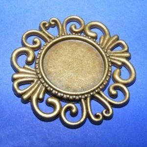 Medál (640. minta/1 db) - virág, Gyöngy, ékszerkellék,  Medál (640. minta) - virág - bronz színben  Mérete: 33x2,5 mmA medál belső mérete: 16 mmA behelyezh..., Meska