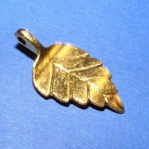 Medál (675. minta/1 db) - levél, Gyöngy, ékszerkellék,  Medál (675. minta) - levél - antik arany színben  Mérete: 14x27,5x5,5 mm  Az ár egy darab termékre ..., Meska