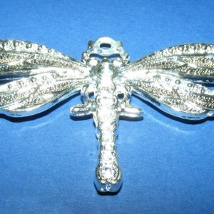 Medál (695. minta/1 db) - szitakötő, Gyöngy, ékszerkellék,  Fém medál (695. minta) - szitakötő - ezüst színű  Mérete: 73x42x4 mm  Az ár 1 darab termékre vonatk..., Meska