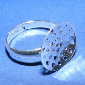 Gyűrű alap (20. minta/1 db), Gyöngy, ékszerkellék,  Gyűrű alap (20. minta) - ezüst színben - fűzhető, varrható  Mérete: 18 mm (karika átmérő); 15 mm (f..., Meska