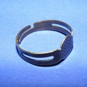 Gyűrű alap (25/A minta/1 db), Gyöngy, ékszerkellék, Ékszerkészítés,  Gyűrű alap (25/A minta) - bronz színben  Mérete: 17 mm (karika átmérő); 8 mm (fej átmérő) A gyűrű..., Alkotók boltja