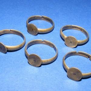 Gyűrű alap (40. minta/1 db), Gyöngy, ékszerkellék, Ékszerkészítés,  Gyűrű alap (40. minta) - ragasztható - bronz színben  Mérete: 17 mm (tárcsa mérete: 6 mm)  Az ár 1..., Alkotók boltja