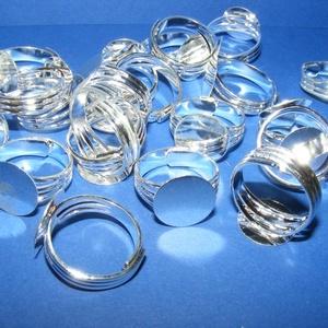 Gyűrű alap (56/S minta/1 db), Gyöngy, ékszerkellék,  Gyűrű alap (56/S minta) - ragasztható - ezüst színbenÁllítható, nagyméretű gyűrű  Mérete: 18 mm (tá..., Meska