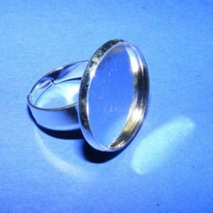 Gyűrű alap (60/A minta/1 db), Gyöngy, ékszerkellék,  Gyűrű alap (60/A minta) - ragasztható - ezüst színben  A tárcsa átmérője: 23 mm A tárcsába 20 mm-e..., Meska