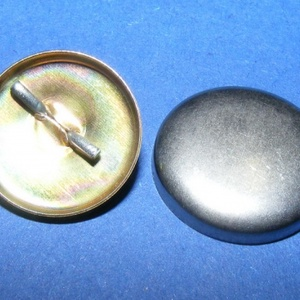 Fém gomb alap (26. méret/1 db), Gomb, Varrás, \n\r\nFém gomb alap (26. méret)\n\n\n\nA csomag tartalma 1 db behúzható fém (alumínium) gomb alap (a..., Meska