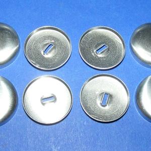 Fém gombalap fül nélkül (36. méret/1 db) , Gomb, Varrás, \nFém gombalap fül nélkül (36. méret) \n\nMérete: 22/20 mmA csomag tartalma 1 pár fém gombalap.\r\n\n..., Meska