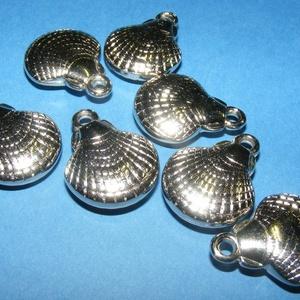 Felületkezelt műanyag medál (K40. minta/1 db) - kagyló (csimbo) - Meska.hu