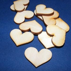 Fa alap (245. minta/1 db) - szív (30x22 mm), Fa,  Fa alap (245. minta) - szív  Mérete: 30x22Anyaga: rétegelt lemezAnyagvastagság: 3 mm Az ár egy dara..., Meska