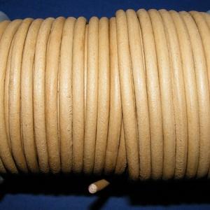 Hasított bőrszíj - 5 mm (13. minta/1 m) - homok, Vegyes alapanyag, Egyéb alapanyag, Bőrművesség,  Hasított bőrszíj (13. minta) - homokMérete: 5 mm átmérőjűValódi hasított marhabőrből készült.  Az ..., Alkotók boltja