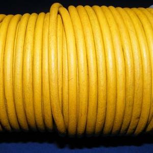 Hasított bőrszíj - 5 mm (14. minta/1 m) - antik sárga (AKCIÓS), Egyéb alapanyag, Vegyes alapanyag, Bőrművesség, \nHasított bőrszíj (14. minta) - antik sárga - AKCIÓSMérete: 5 mm átmérőjűValódi hasított marhabőrből..., Meska