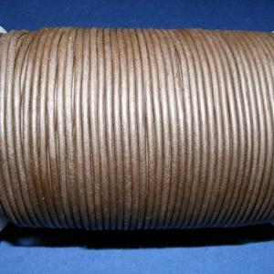 Hasított bőrszíj - 2 mm (19. minta/1 m) -  sötétbarna, Egyéb alapanyag, Vegyes alapanyag, Bőrművesség, \nHasított bőrszíj (19. minta) - tekercses - sötétbarna\n\nMérete: 2 mm átmérőjű\r\nValódi hasított marha..., Meska
