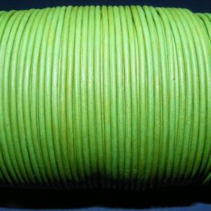 Hasított bőrszíj - 2 mm (24. minta/1 m) - fűzöld, Egyéb alapanyag, Vegyes alapanyag, Bőrművesség, \nHasított bőrszíj (24. minta) - tekercses - fűzöld\n\nMérete: 2 mm átmérőjű\r\nValódi hasított marhabőrb..., Meska