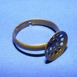 Gyűrű alap (22. minta/1 db) - antik bronz, Gyöngy, ékszerkellék, Ékszerkészítés,  Gyűrű alap (22. minta) - fűzhető - antik bronz színben  A karika átmérő: 17 mmA tárcsa átmérője: 1..., Alkotók boltja