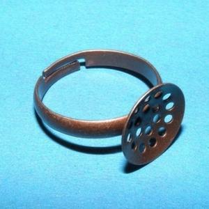 Gyűrű alap (22/A minta/1 db) - antik vörösréz, Gyöngy, ékszerkellék,  Gyűrű alap (22/A minta) - fűzhető - antik vörösréz színben  A karika átmérő: 19 mmA tárcsa átmérője..., Meska