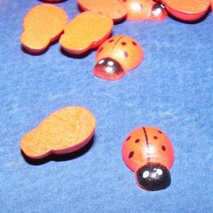 Fa figura (183. minta/1 db) - kicsi katica, Fa, Egyéb fa, \nFa figura (183. minta) - kicsi katica - színes\n\r\n\r\n\nMérete: 13x9 mmAnyaga: festett faAnyagvastagság..., Meska