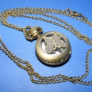 Ékszeróra (kerek, pillangó minta/1 db) - láncos, Órakészítés, Mindenmás, \nÉkszeróra - kerek - pillangó minta - láncos - antik bronz színben\n\nAz óra nyitható fedelű, üzemképe..., Meska