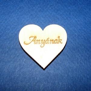 Szív alakú tábla felirattal (1 db) - Anyának, Fa, Egyéb fa, \nSzív alakú tábla felirattal - Anyának\n\r\n\r\n\nMérete: 3x4 cmAnyaga: rétegelt lemezAnyagvastagság: 3 mm..., Meska
