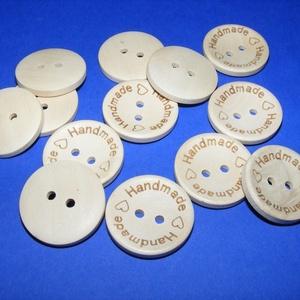 """Fagomb (Ø 25 mm/6 db) - \""""Handmade with love\"""", Gomb, Varrás, \n\nFagomb - fúrt - natúr - Handmade with love (kézzel készítve ) felirattal - ívelt\nMérete: Ø 25 mm\nF..., Meska"""