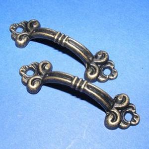 Fém fogantyú-6 (1 db) - antik bronz, Csat, karika, zár, Mindenmás, \nFém fogantyú-6 - antik bronz\n\nMérete: 4,8x1,5 cm\n\nAz ár egy darab termékre vonatkozik.\n, Meska