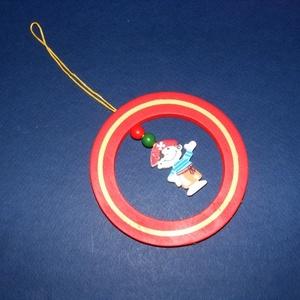 Fa szélcsengő alap (1 db) - piros kiskalóz, Vegyes alapanyag, Mindenmás, \nSzélcsengő alap - piros - kiskalóz\n\r\n\r\n\nMérete: Ø 10 cm; szélessége: 1,6 cm; vastagsága: 5 mmAnyaga..., Meska