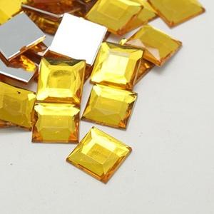 Akrilmozaik-4 (50 db/csomag) - napsárga, Vegyes alapanyag,  Akrilmozaik-4 - napsárga      Mérete: 10x10x3 mm  A lapocska alsó része ezüst színű védőbevonat..., Meska