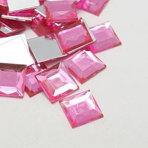 Akrilmozaik-9 (50 db/csomag) - rózsaszín, Vegyes alapanyag,  Akrilmozaik-9 - rózsaszín      Mérete: 10x10x3 mm  A lapocska alsó része ezüst színű védőbevona..., Meska
