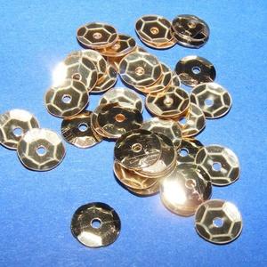 Flitter-7 (3 g/csomag) - szolid arany (kerek), Gyöngy, ékszerkellék, Varrás, \nFlitter-7 - szolid arany - kerek\n\nMérete: Ø 6-7 mmA furat mérete: 1 mm\n\nKiszerelés: 3 g (kb. 210 d..., Meska