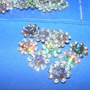 Flitter-38 (3 g/csomag) - hologramos ezüst (virág), Gyöngy, ékszerkellék, Varrás,  Flitter-38 - hologramos ezüst - virág  Mérete: Ø 12 mmA furat mérete: 1 mm  Kiszerelés: 3 g (kb...., Alkotók boltja