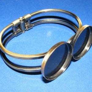 Fém karkötő alap (14. minta/1 db) - bronz (Ø 25 mm), Gyöngy, ékszerkellék,  Fémk arkötő alap (14. minta) - két tárcsás - antik bronz színben  Mérete: 62x46x13 mm A tárcsa mére..., Meska