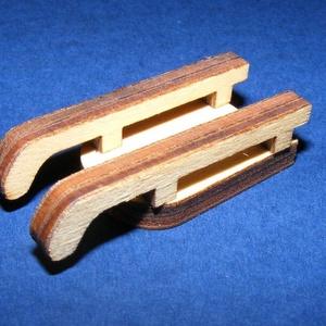 Fa szánkó (4,5x2 cm/1 db) - mini - fa - Meska.hu